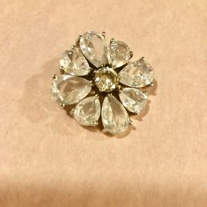 Small crystal brooch/pin - excellent condition